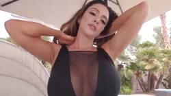 """Ariella Ferrera """"MILF"""" VR"""